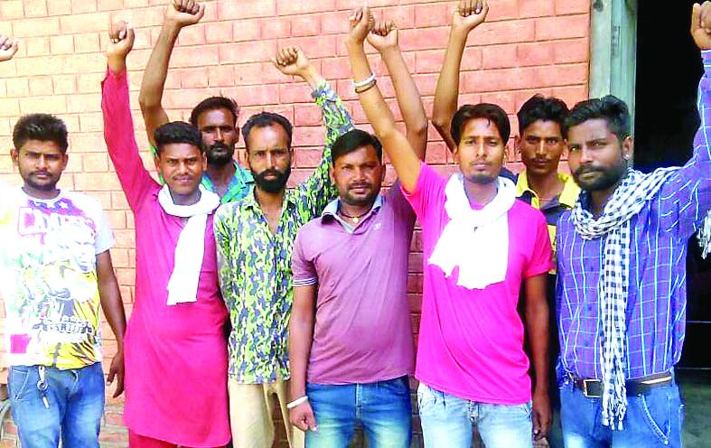 Strike, Sewerage, Personnel, Workers, Villagers, Raised