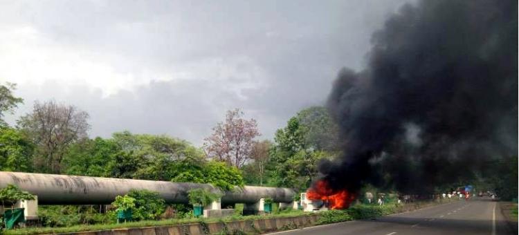 Farmers, Burnt, Strike, Violence, Mumbai, Police Vehicles