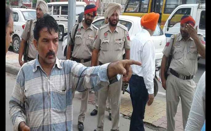 Looted, Petrol Pump Personnel, Firing, Police, CCTV, Punjab