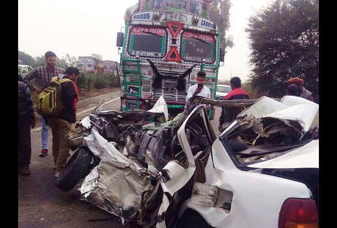 Car, Trola, Road Accident, Couple, Die