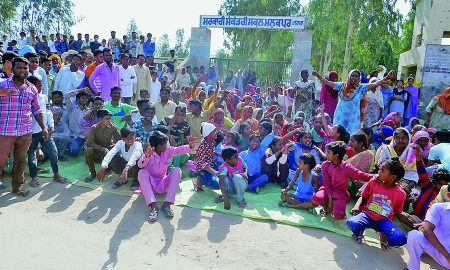 Villagers, Locked, School, Punjab