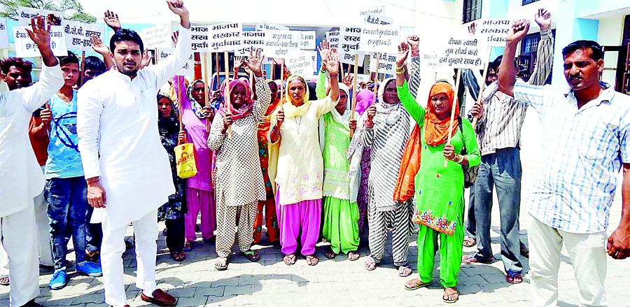 Women, Mnrega, Protest BDPO, Office, Raised, Workers