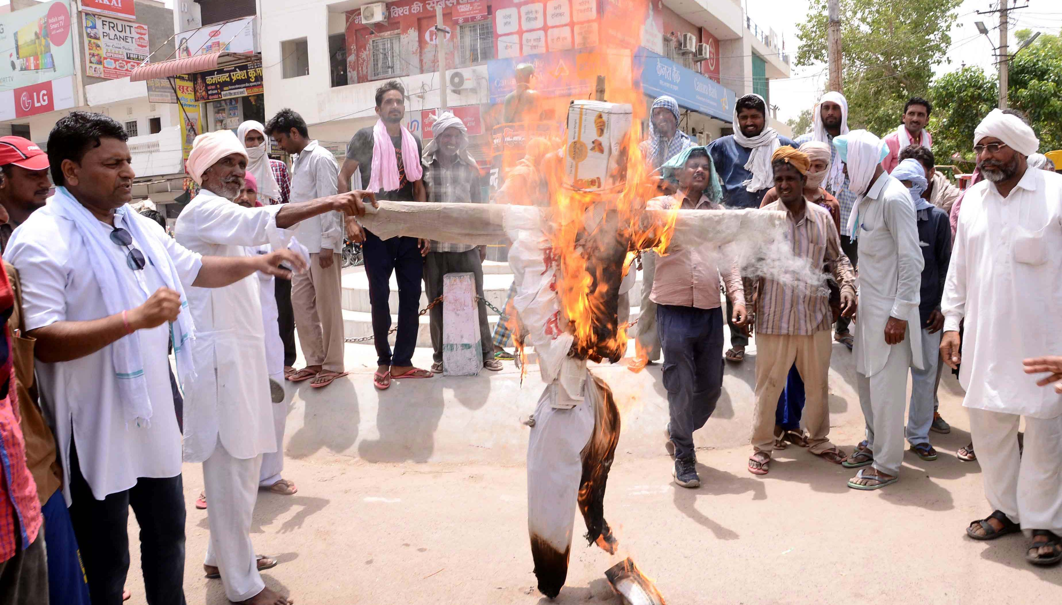 Burn Effigy, Demand, Debt Waiver, Farmer, Rajasthan