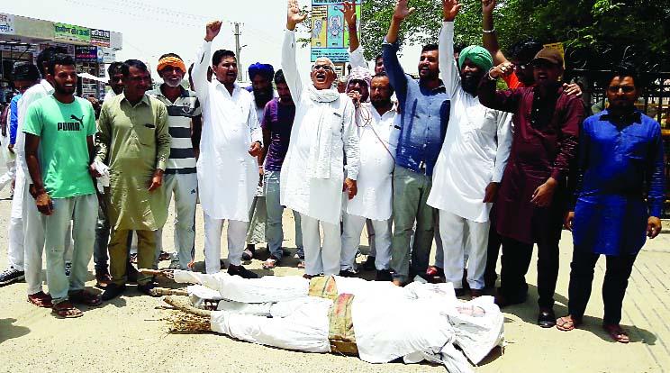 Officers, Farmers, Landed, Roads, Kisan Andolan, Hanumangarh, Rajasthan