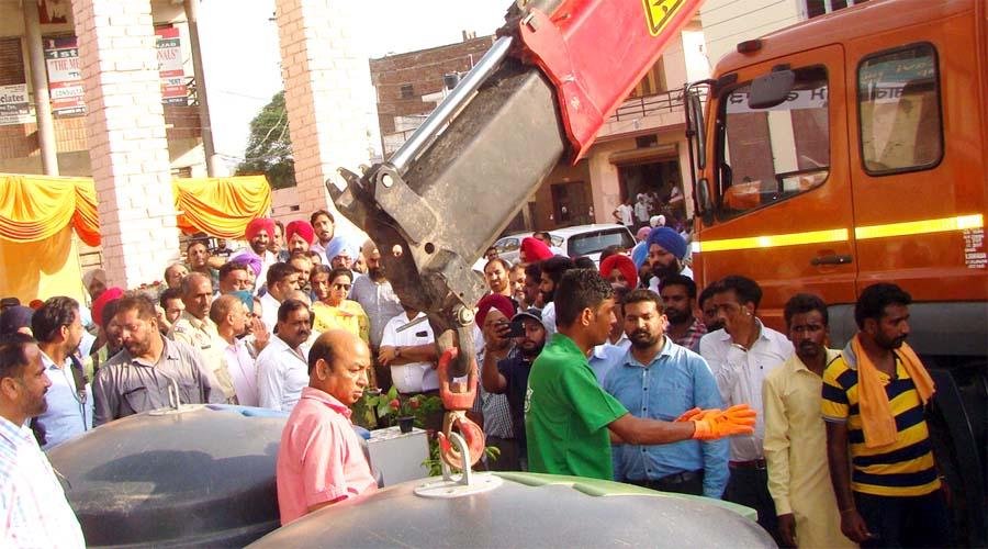 Preneet Kaur, Inaugurated, Pilot Project, Dustbin, Punjab