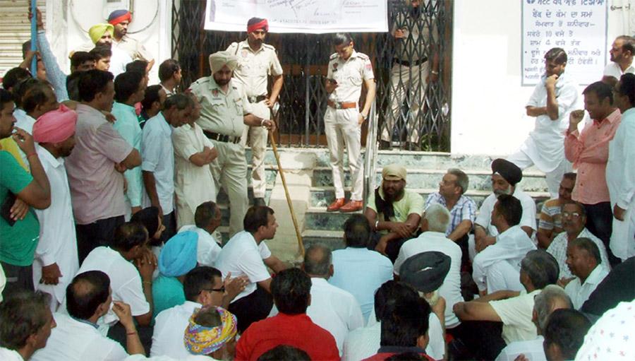 Fraud case, Businessman, Raised, Strike, Punjab