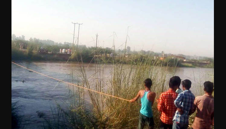 Car, Fall, IGNP Canal, Rajasthan