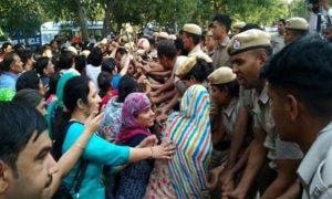 Teachers, Arrived, CM, Housing, Police, Threw