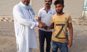 Dera followers return purse and offer honesty