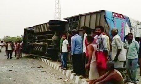 UP: 17 Killed, 30 Injured, Tourist, Bus, Reversal, Mainpuri