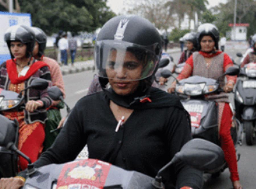 Women, wear, Helmets, Punjab