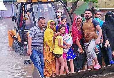 Heavy Rain, State, Fatehpur, Bhadra, Pond