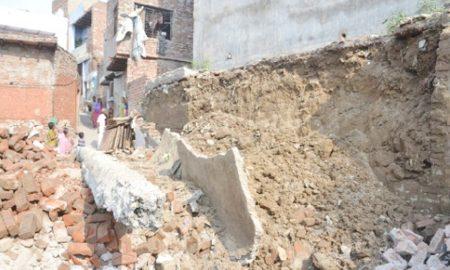 Uttar Pradesh, People, Buried, Wall, Wreckage,Eight, Serious