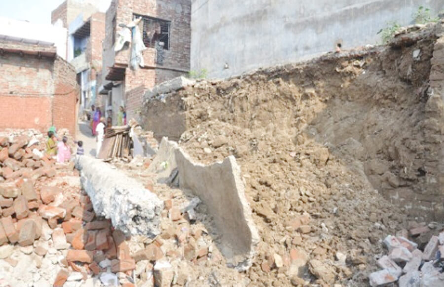 Uttar Pradesh, People, Buried, Wall, Wreckage,  Eight, Serious