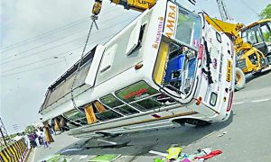 Delhi, Bus, Dump, Collision, Fifty, Injured