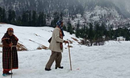 Snowfall Continues In Kashmir And Himachal