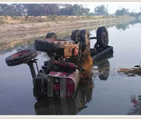 Tractor-trolley falls into Canal, 5 killed