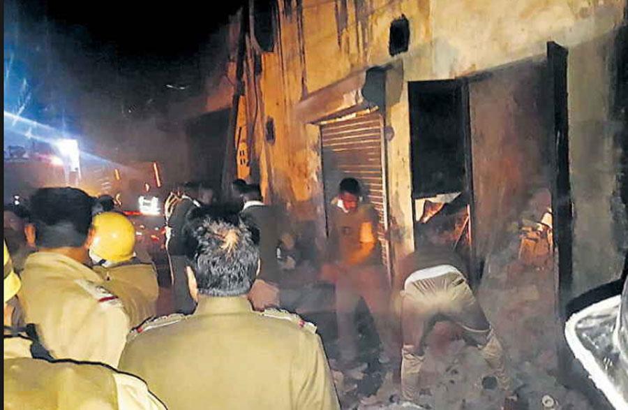 Delhi, Cracked, Cylinder, Factory, Seve, Killed