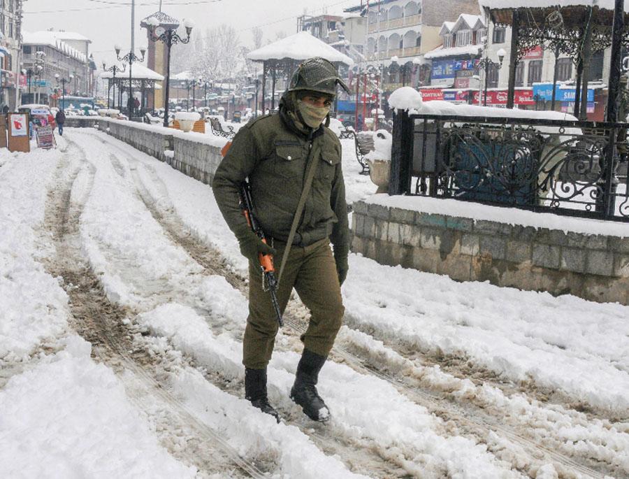 Weather Snowfall In Kashmir Rain In Delhi
