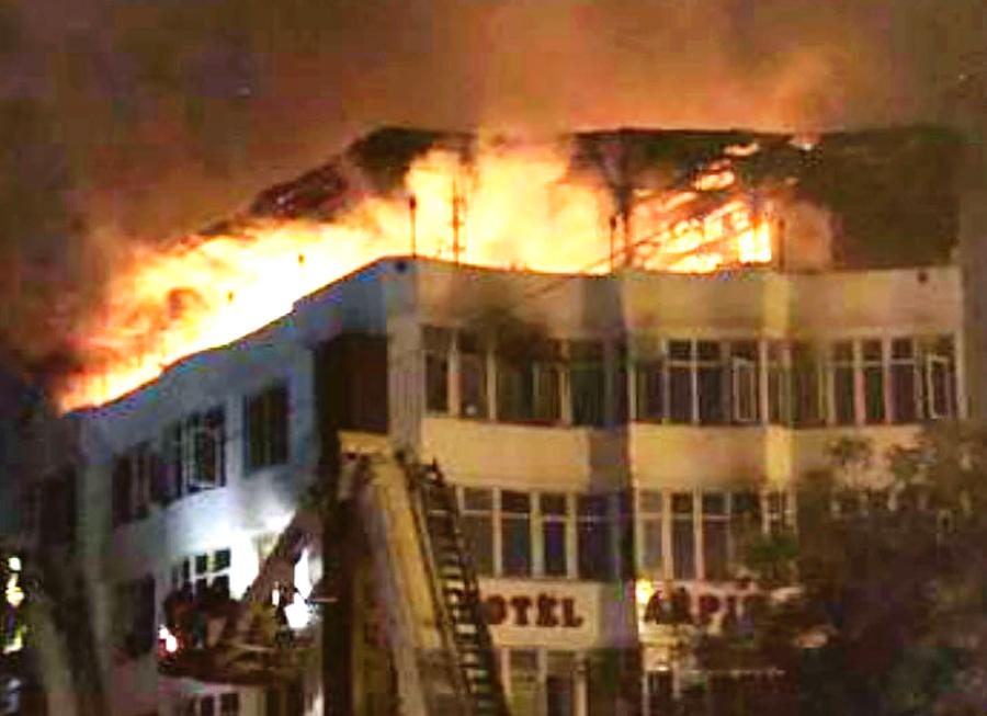 Delhi: 17 Killed In Fire At Karol Bagh Hotel
