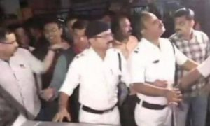 Kolkata police arrest five officers of CBI