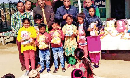 Block Malout Sadh-Sangat,  Distribute Toys, Helps Needy Childrens