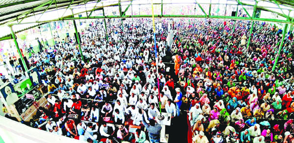 Dera followers distributes ration and stationary