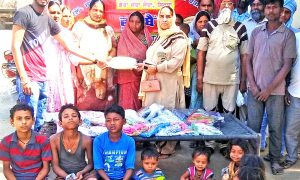 Dera devotee celebrated birthday by distributing clothes and children to needy children