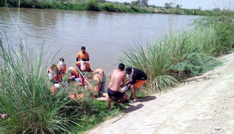 The body of the young man recovered from the canal, the rest sought