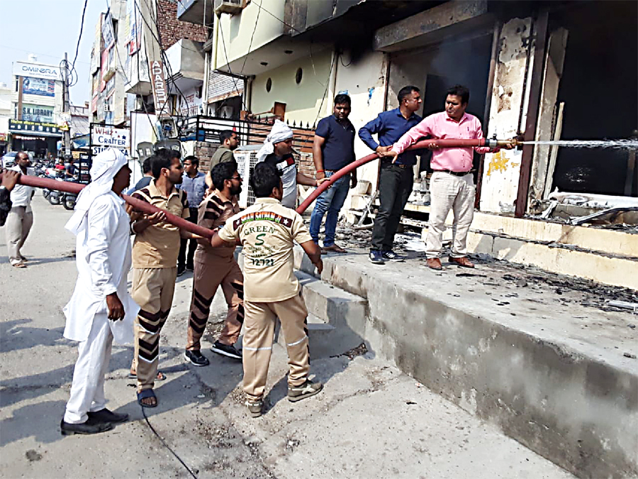Dera lovers fire a four-storey furniture showroom