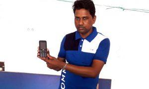Deaf lovers returning mobile showed honesty