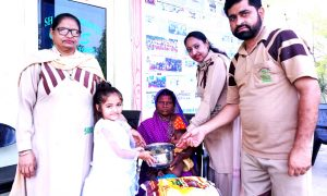 Dera Shraddhalu family distributed ration to three needy families celebrated birthday
