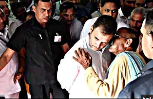 Rahul visits Amethi, party workers