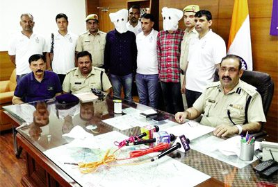 # Arrested, Two prize crooks of Delhi, UP and MP arrested