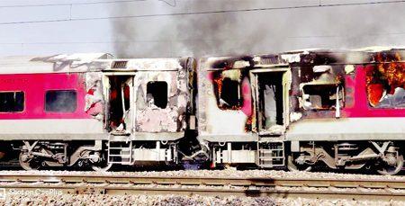 #Telangana express train, A fierce fire in the bogie of the Telangana Express between Faridabad-Palwal
