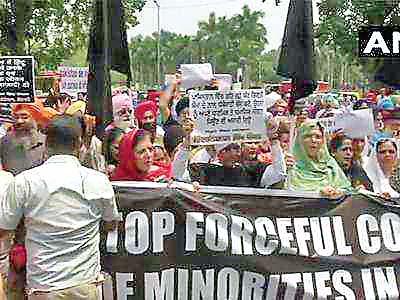 #Sikh community , #Pakistan High Commission, Sikh community protest in front of Pakistan High Commission