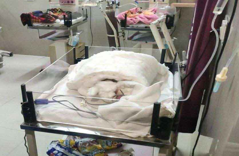 20-day-old newborn girl burnt due to fire in ICU