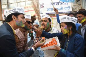 aap workers celebration 01 - Sach Kahoon news