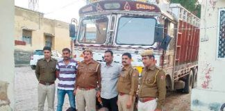 Police arrested two including a truck full of liquor - Sach Kahoon