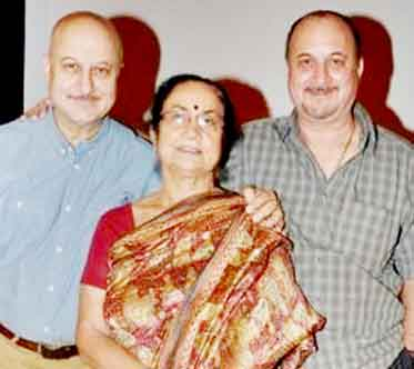 Corona-infected family, including Anupam Kher's mother
