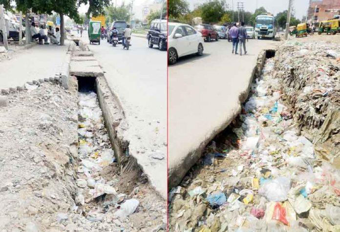 Dirt-filled sewers in Gurugram